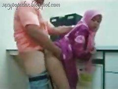 jilbab bugil di kantor
