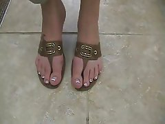 Super plump & juicy big toes on size 8.5 feet