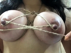 Bodacious brunette fetishist plays with her hard nipples