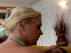 After petting slit on her own busty Heidi Mayne wins BBC for a good blowjob