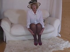 Hot mature granny in stockings awards herself an orgasmic jerk off close up