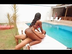 Black tranny sucks a big dick and gets fucked poolside