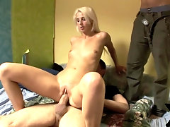 Sexy blonde wants her bf to watch her screw