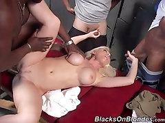 devon lee gives a massage