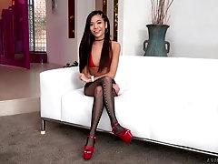 Brunette Asian long legged babe Vina Sky swallows cum in stockings