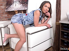 Modern brunette Ofelia Trimble gets her pussy pounded by a stranger on the table