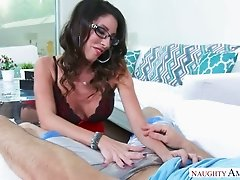 Four eyed spoiled mommy in slutty nightie Dava Foxx sucks her dude off