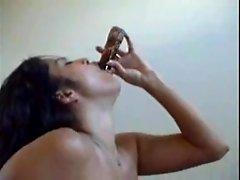 Sunny Leone dildo fucking her pussy in solo masturbation